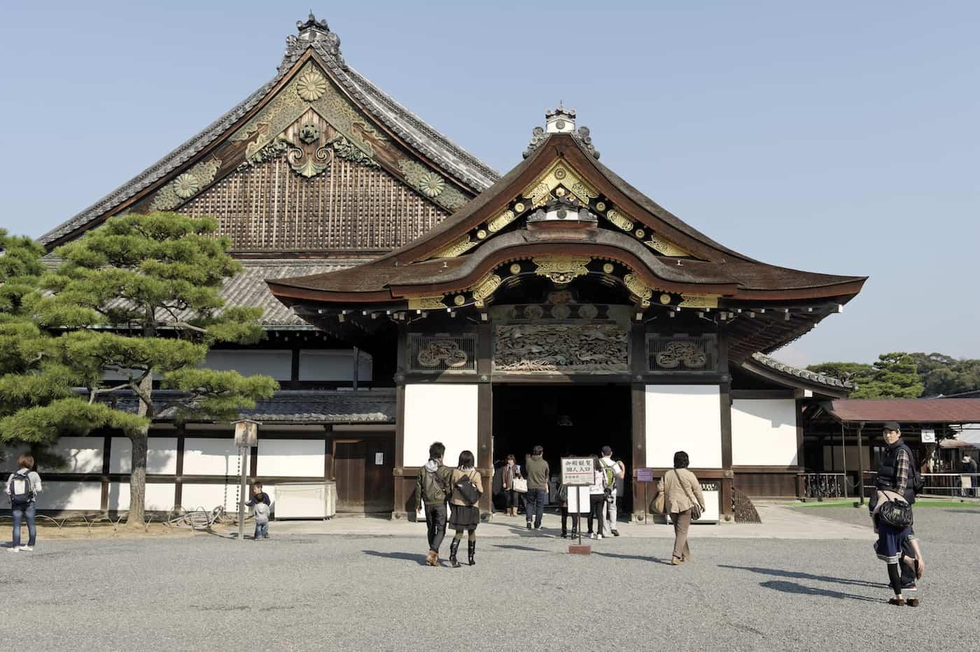 visit the Nijō Castle